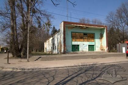 Вул. Повітряна, 20. Загальний вигляд будинку з південного заходу