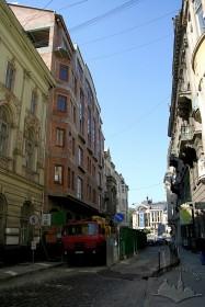 """Вул. Фредра, 5. Готель """"Нобіліс"""" у процесі будівництва"""