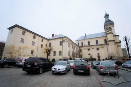 Вул. Тершаковців, 9. Вигляд колишнього костелу і монастирських будівель з північного боку