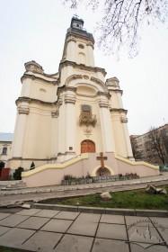 Вул. Тершаковців, 9. Головний (західний) фасад колишнього костелу