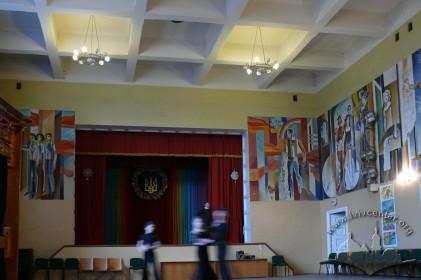 Вул. Личаківська, 99. Інтер'єр колишньої спортивної зали із кесонним перекриттям та живописом радянського часу