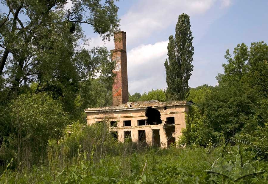 Vul. Instrumentalna, 49.  Former sports complex derelict building./Photo courtesy of Ihor Zhuk, 2012