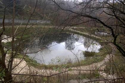 Вул. Кримська (територія Снопківського парку). Місцерозташування колишньої купальні