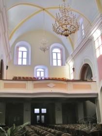 Вул. Короленка, 1. Інтер'єр колишнього костелу. Вигляд у бік входу та хору