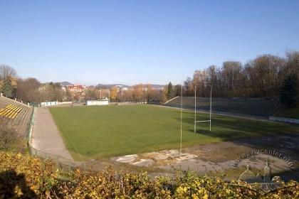 Вул. Болгарська, 4 (територія Парку культури ім. Б. Хмельницького). Вигляд стадіону з південного заходу. На дальньому плані - центральна частина міста, також видна споруда телевежі на Високому замку.