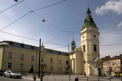 Вул. Городоцька, 32. Будинок церкви і кол. монастиря, вигляд з південного сходу