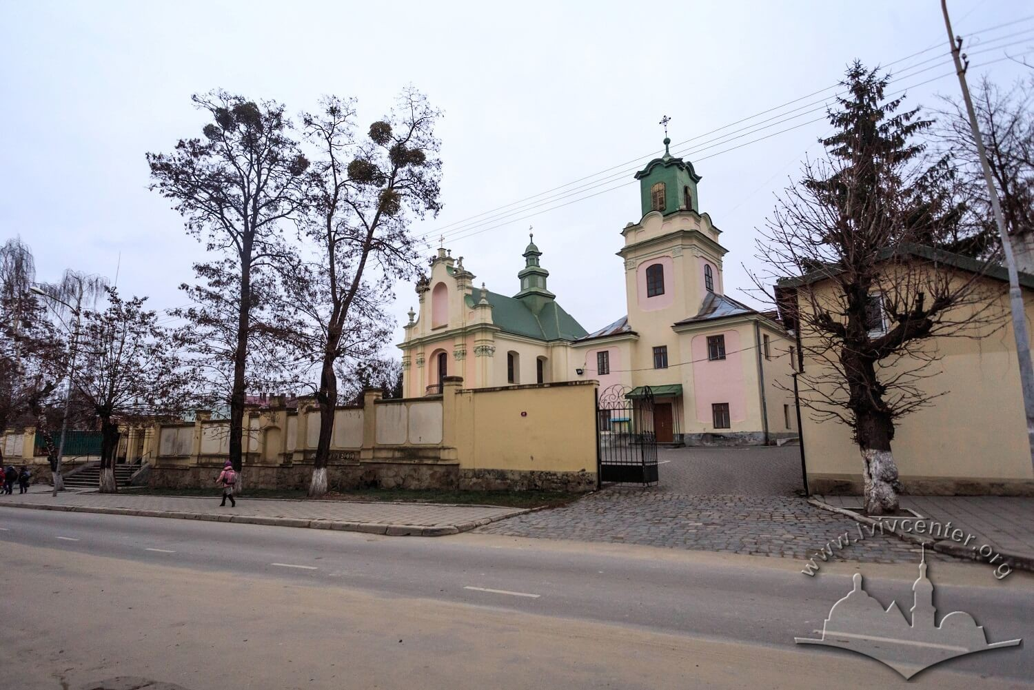 Vul. Zhovkivska, 8. A general view of the former monastic ensemble from the street/Photo courtesy of Nazarii Parkhomyk, 2015