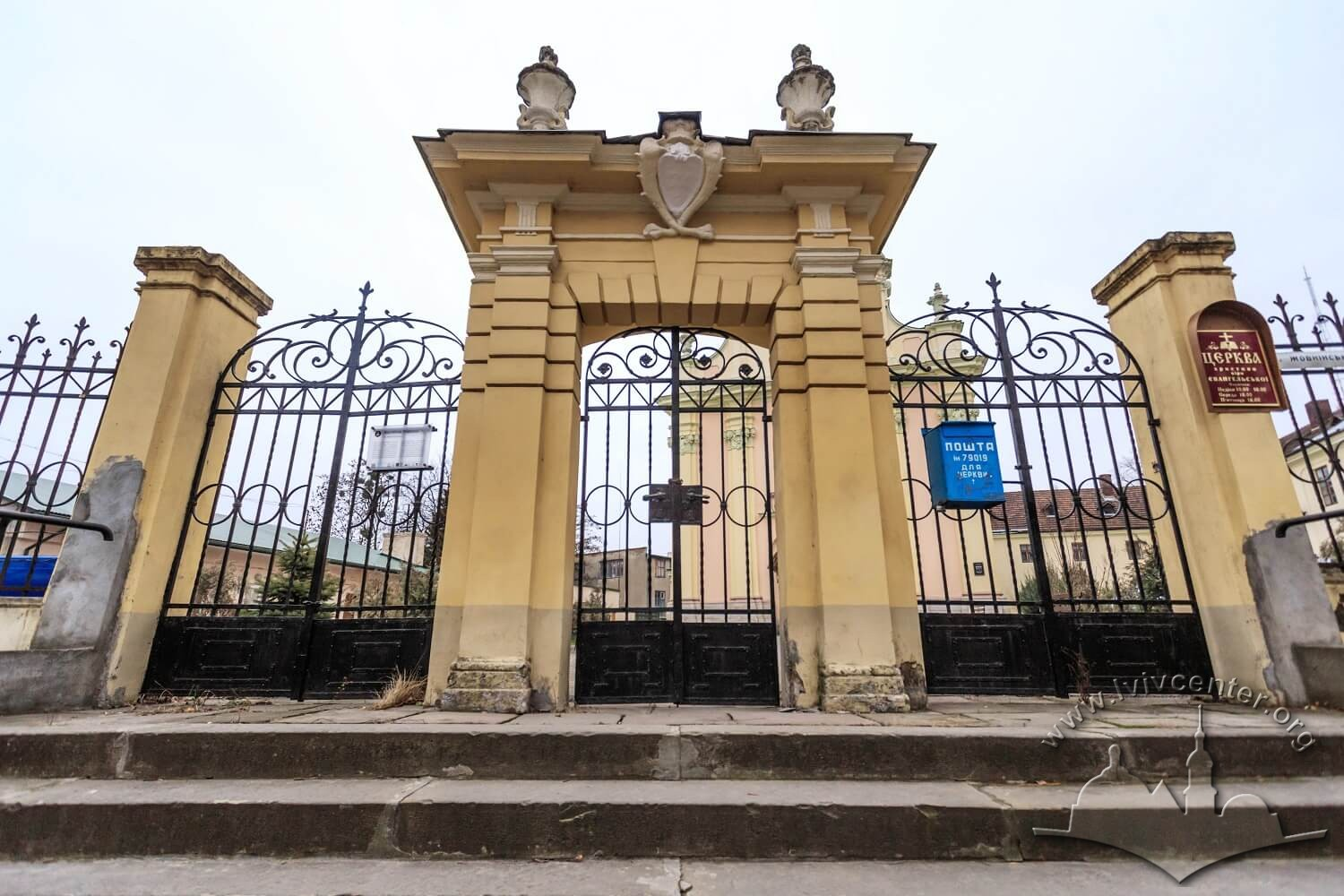 Vul. Zhovkivska, 8. The main entrance gate/Photo courtesy of Nazarii Parkhomyk, 2015