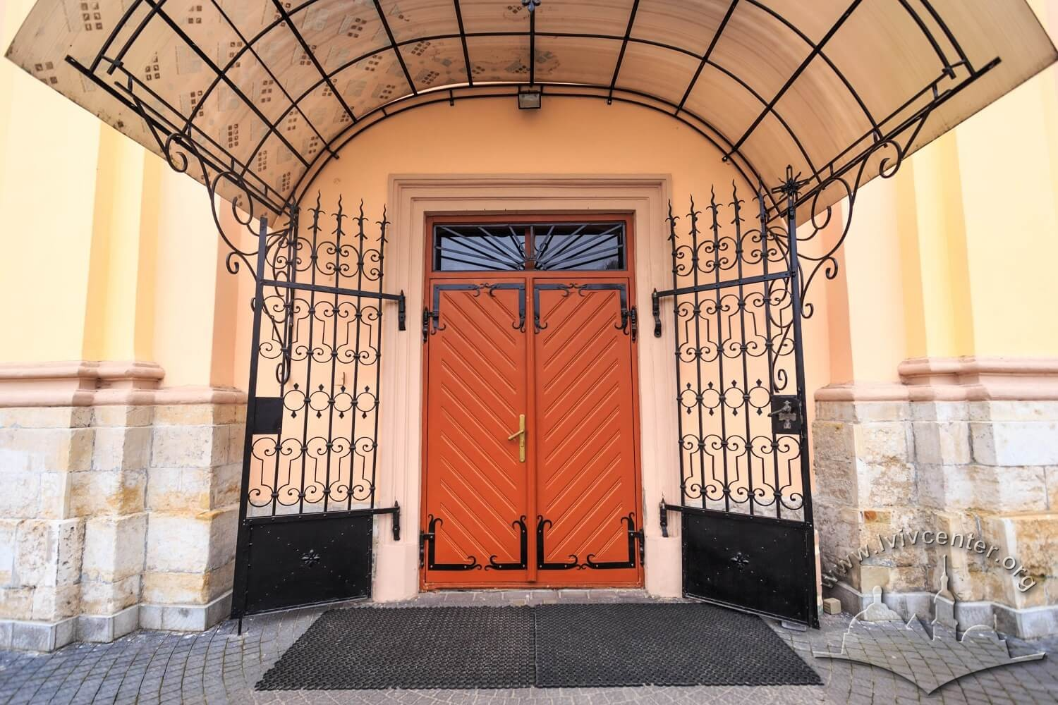 Vul. Zhovkivska, 8. The entrance to the prayer hall building/Photo courtesy of Nazarii Parkhomyk, 2015