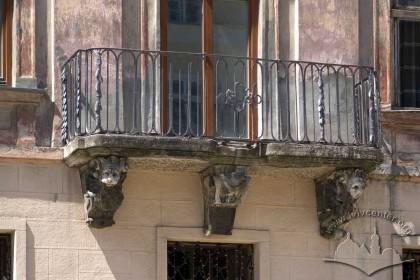 Pl. Rynok, 25. The 2nd floor balcony
