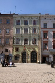 Пл. Ринок, 26. Вид на головний фасад кам'яниці