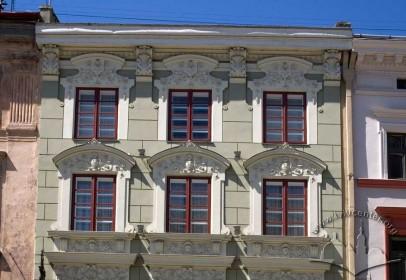 Пл. Ринок, 26. Фрагмент фасаду в рівні ІІІ-IV-го поверхів