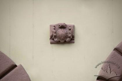 Пл. Ринок, 26. Скульптурний елемент на фасаді