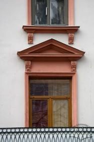 Pl. Rynok, 27. A 2nd floor blacony door
