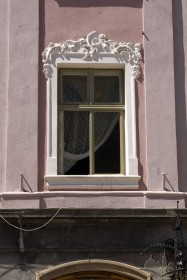 Pl. Rynok, 30. A 2nd floor window