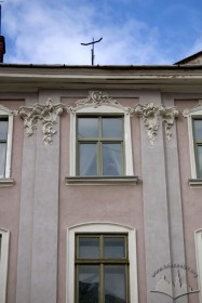Pl. Rynok, 30. A fragment of the main facade