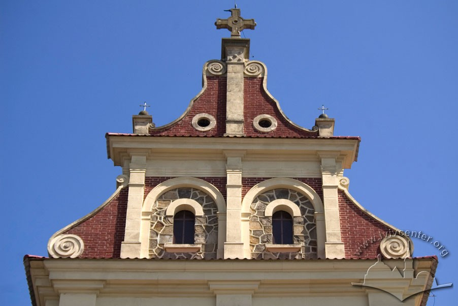 Vul. Zamarstynivska, 134. Attic on top of the western facade/Photo courtesy of Ihor Zhuk, 2013