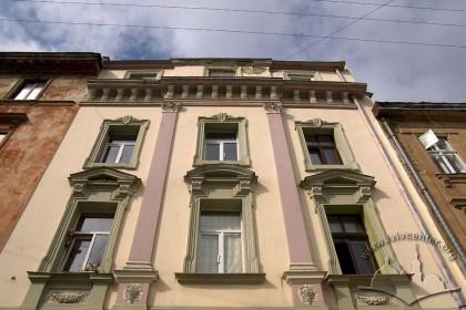 Вул. Краківська, 9. Фрагмент головного фасаду