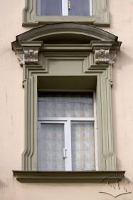 Вул. Краківська, 9. Одне з вікон 2-го пов.
