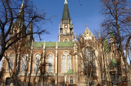 Pl. Kropyvnytskoho, 1. The church's southern facade