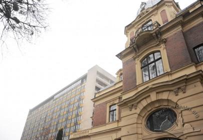 """Вул. Матейка, 4. Необарокова вілла і розміщений поряд модерністичний будинок готелю """"Дністер"""""""