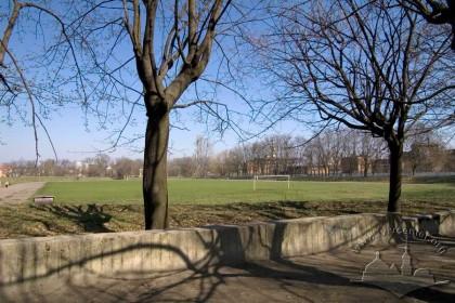 Вул. Сулими, 1. Вигляд стадіону з боку вул. Любінської
