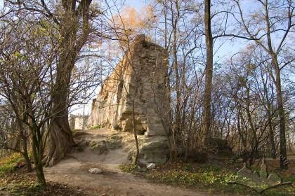 Vysoky Zamok Park; ruins of the castle walls.