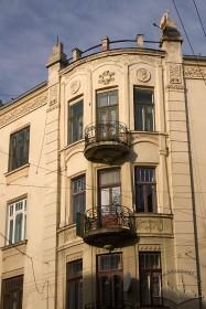 Вул. Кониського, 4а. Фрагмент наріжної частини будинку (рівень 2-4-го пов.)