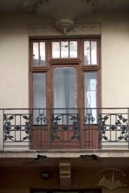 Вул. Кониського, 4а. Один з балконів 3-го пов.