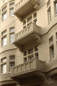 Просп. Шевченка, 27. Балкони 2-4 поверхів на фасаді з боку вул. Герцена