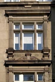 Вул. Саксаганського, 3. Вікно 3-го поверху