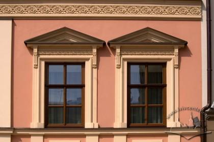 Vul. Shevska, 16. The windows on the 2nd floor