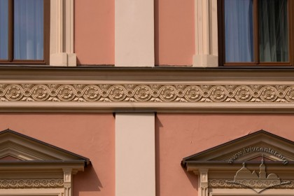 Vul. Shevska, 16. Space between windows on the 2nd and 3rd floors with an ornamental frieze