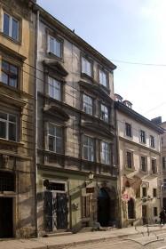 Вул. Руська, 4. Вид на головний фасад