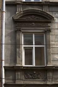 Вул. Руська, 4. Одне з вікон 2-го пов.