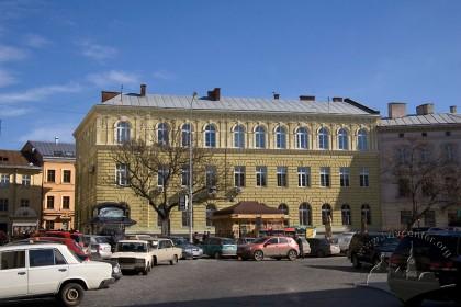 Просп. Шевченка, 9. Головний фасад, вигляд з заходу