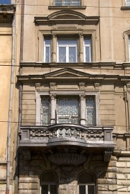 Vul. Lychakivska, 5. A lateral part of the facade (2nd-3rd floors)