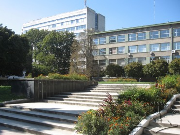 Vul. Bandery, 24. Side wing of the academic building #1 (on the right), and the taller structure of academic building #5. Stairs that lead to the buildings from vul. Karpinskoho