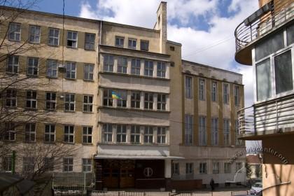 Вул. Тютюнників, 1. Фрагмент фасаду будівлі 1934 р. (вигляд з південного сходу)