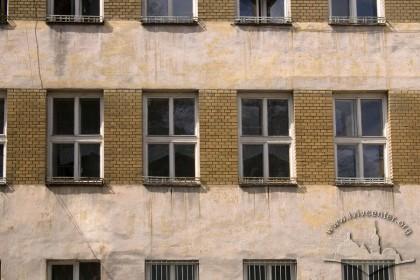 Вул. Тютюнників, 1. Фрагмент фасаду з боку вул. Тютюнників