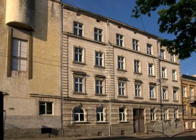 Вул. Тютюнників, 1. Вид на давнішу частину школи, збудовану у 1894 р.