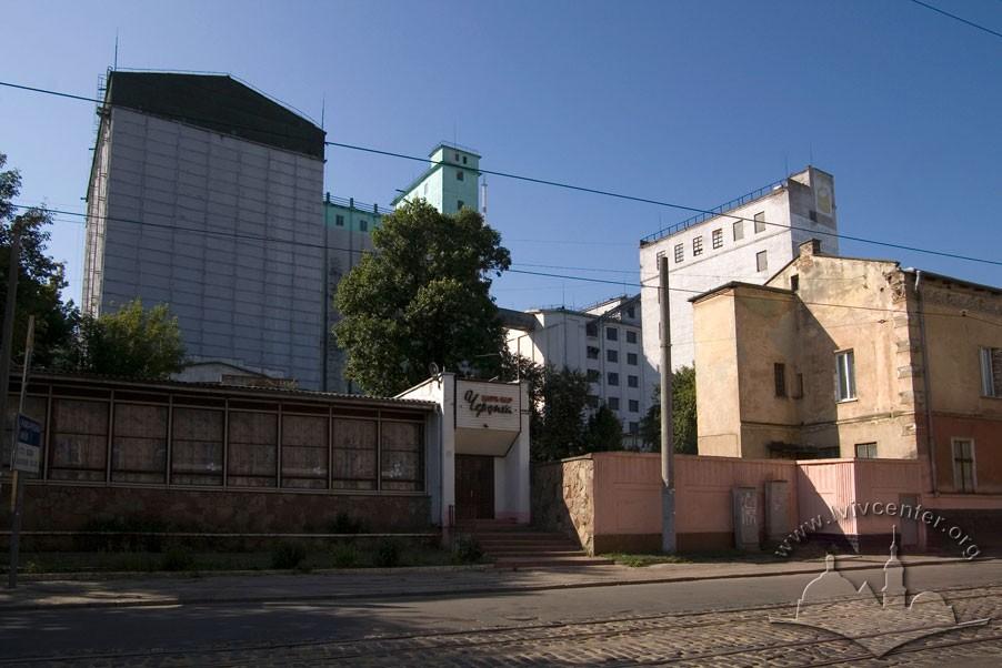 Vul. Khmelnytskoho, 88. Former mill