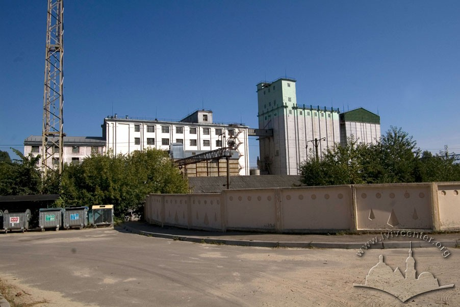 Vul. Khmelnytskoho, 88. View of the complex of former mill