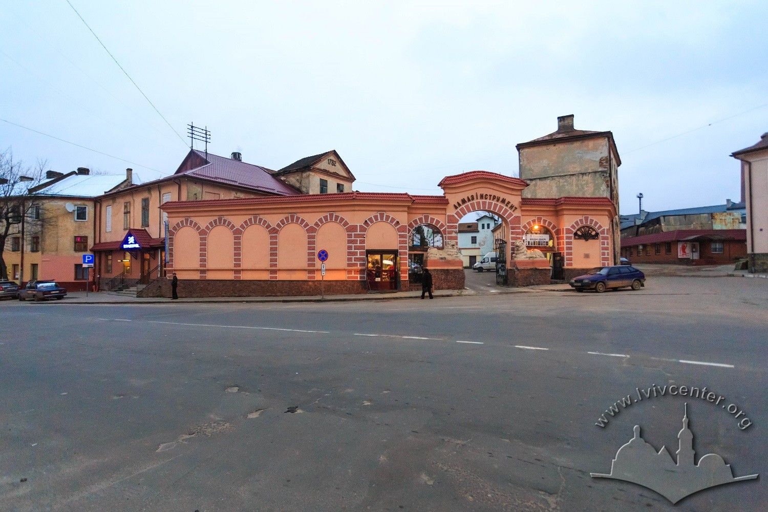 Vul. Khmelnytskoho, 114. General view of the plant from the intersection of vul. Khmelnytskoho and vul. Volynska/Photo courtesy of Nazarii Parkhomyk, 2015