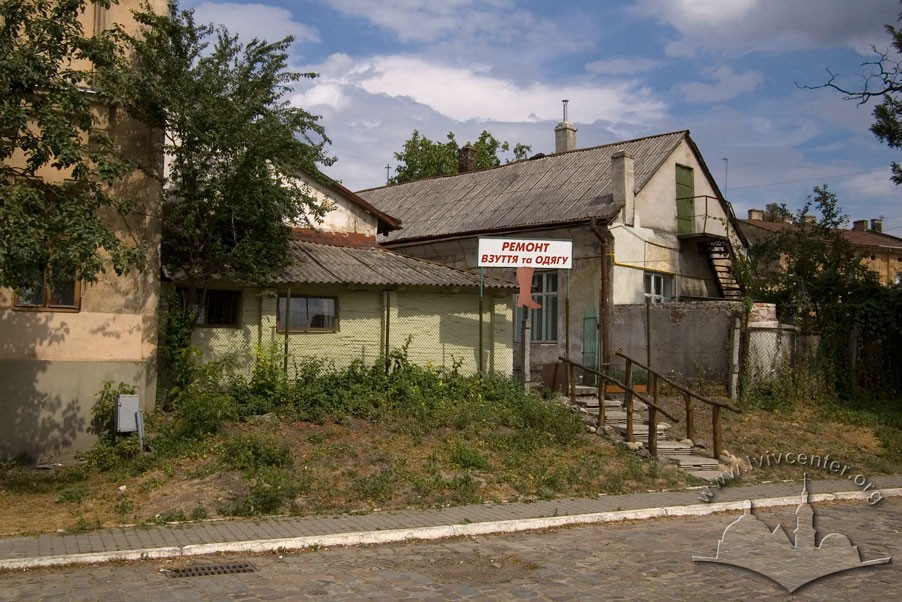 Vul. Ohirkova, 6. Former workshop buildings that were adapted for residential needs after WWII/Photo courtesy of Ihor Zhuk, 2013
