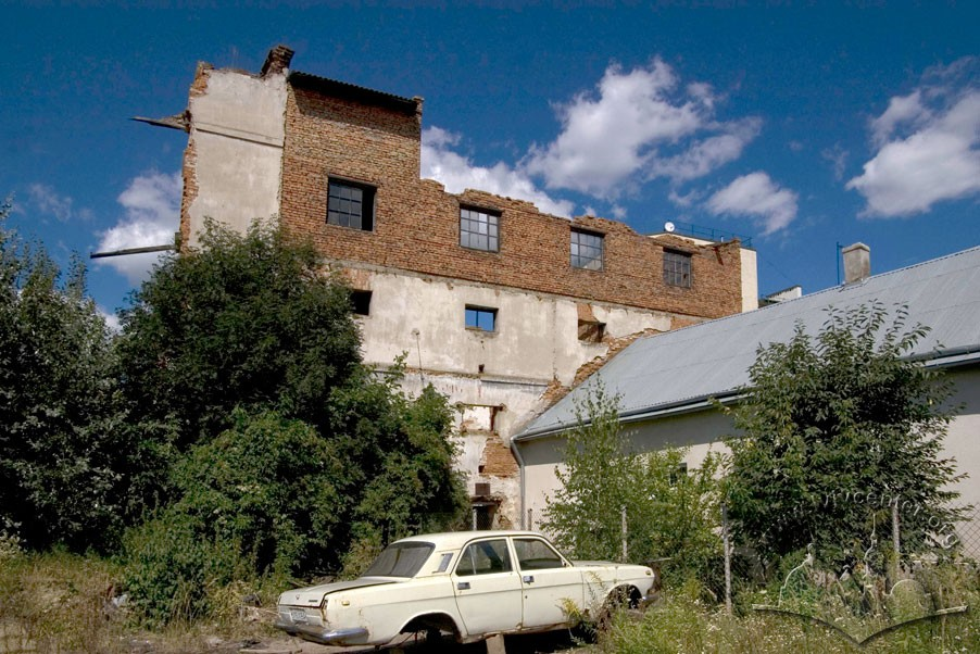 Vul. Lemkivska, 7. The mill buildings./Photo courtesy of Ihor Zhuk, 2013
