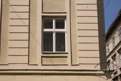Вул. Галицька, 8. Вікно 2-го поверху