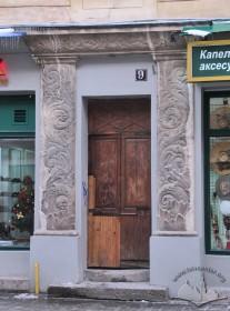 Вул. Галицька, 9. Вхідний портал у стилі арт деко
