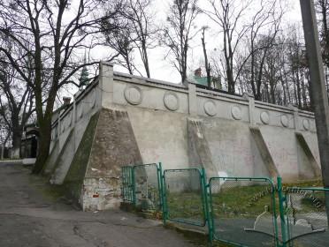 Vul. Dovbusha, 24. Retaining wall