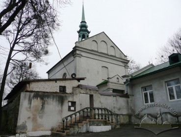 Vul. Dovbusha, 24. Entrance to the church